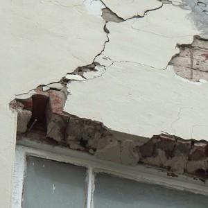 Cracked_Brick_Wall_2