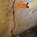 Заделка трещин в кирпичных стенах цементным раствором